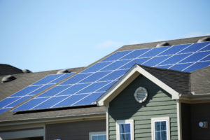 Should solar panels be cleaned? How to determine it?